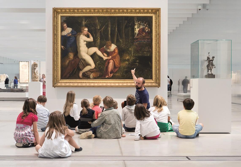 Visite enfants dans la Galerie du Temps au Louvre-Lens