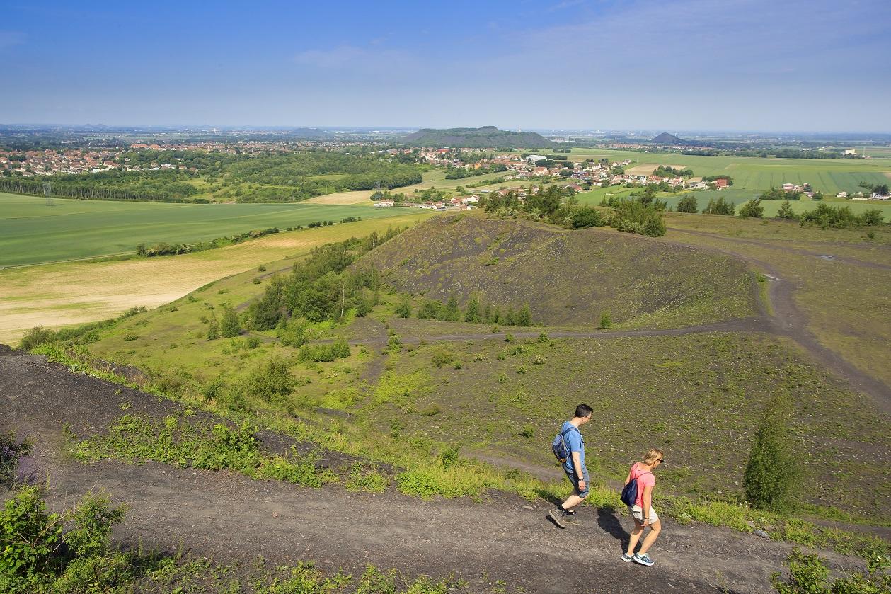Marcheurs sur l'un des terrils de Loos-en-Gohelle
