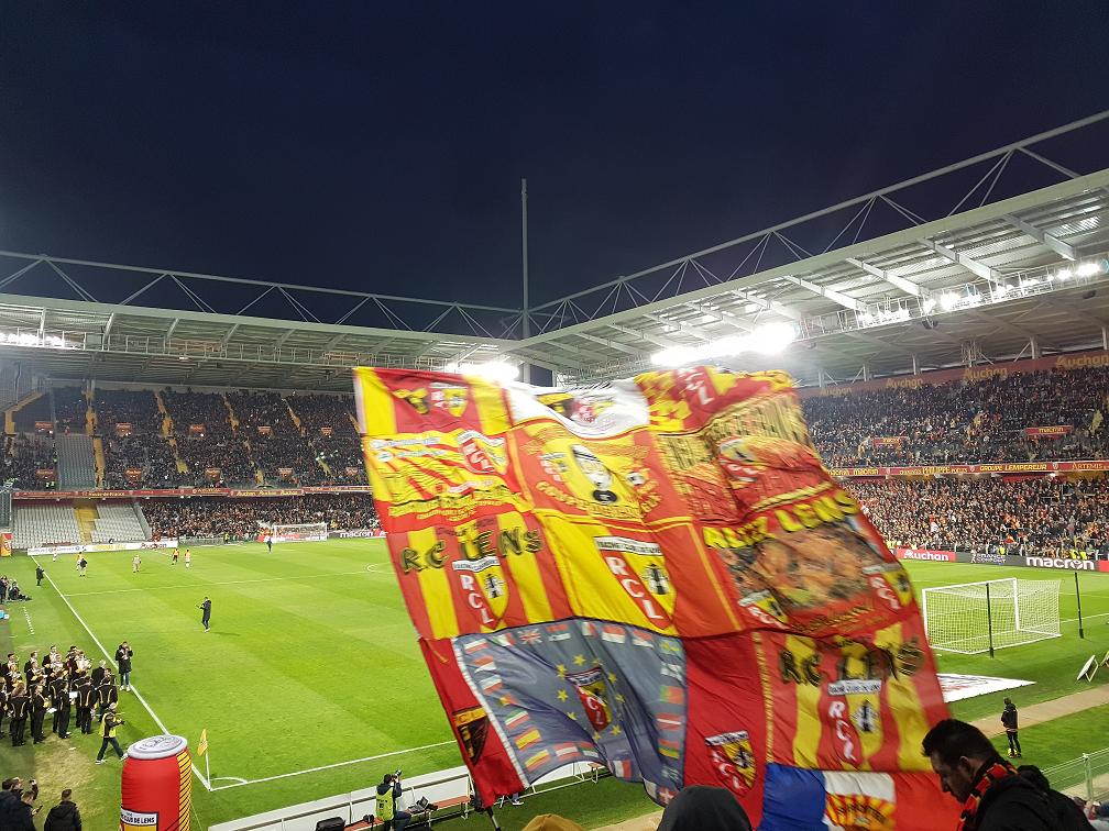 Supporters au stade Bolalert-Delelis à Lens