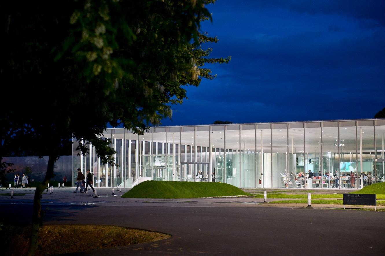 Le Louvre-Lens la nuit