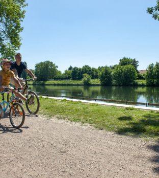 Faire du vélo le long des Berges de la Souchez