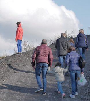 Ascension du terril de Loos-en-Gohelle en famille