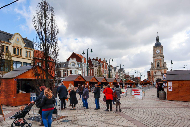 Le village des restaurateurs sur le parvis de la mairie de Lens
